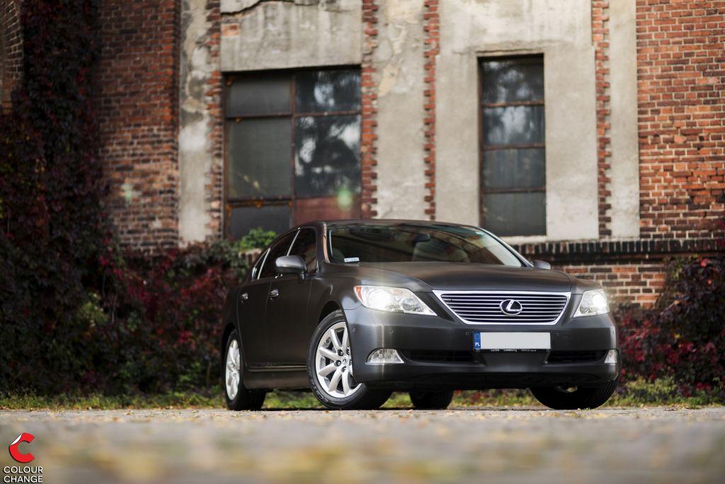 Lexus LS – Black Alluminium